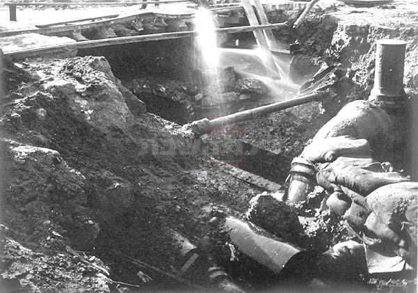 ''מחסור חריף במים'' צינורות מים שהתפוצצו ברעש האדמה
