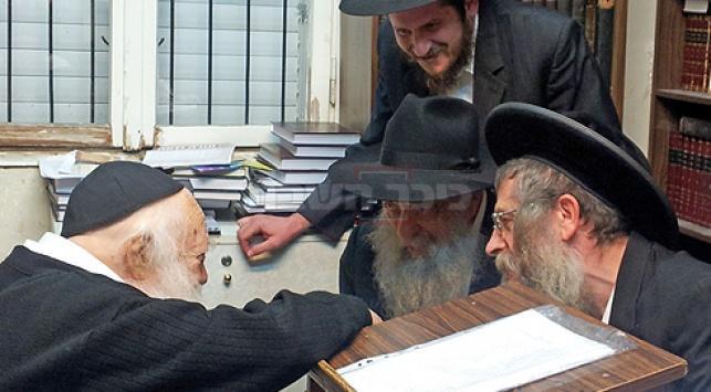 עם מרן הגר''ח קנייבסקי (צילום: אתר חב''ד COL)
