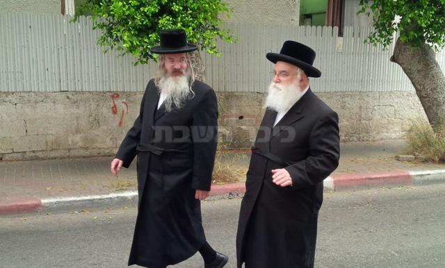 הרה''ח רבי שמעון וולף קליין (מימין) (ארכיון כיכר השבת)