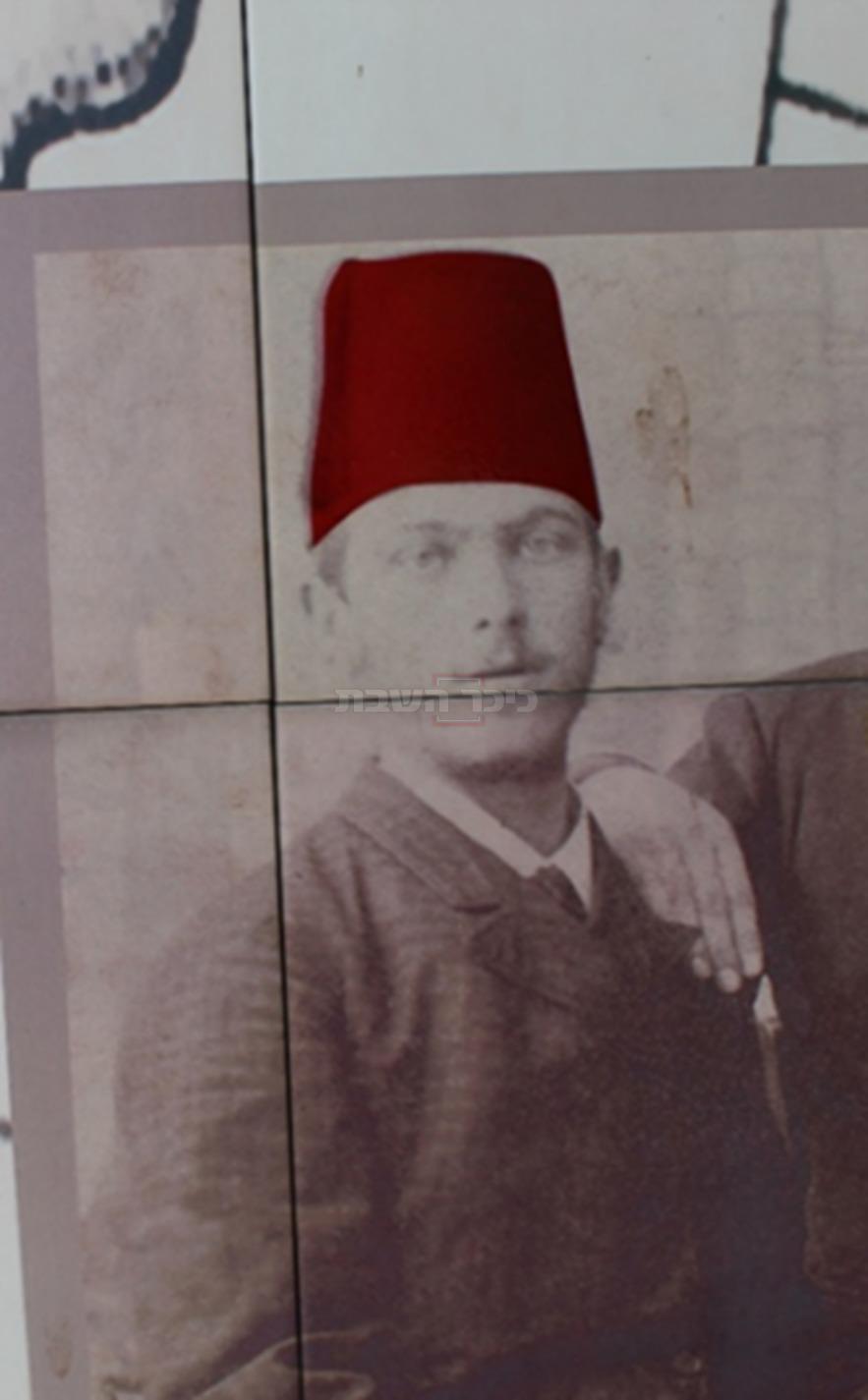 הגרמ''מ אפשטין בקיר מוזאון החאן בחדרה (צילום: ישראל שפירא)