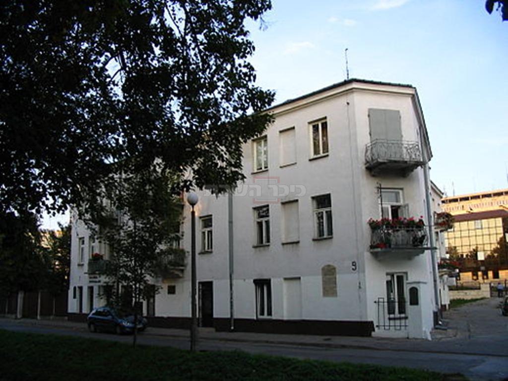 הבניין ברחוב פלנטי 7, שבו נטבחו 40 יהודים  (צילום: Canon PowerShot A75, מתוך ויקיפדיה)