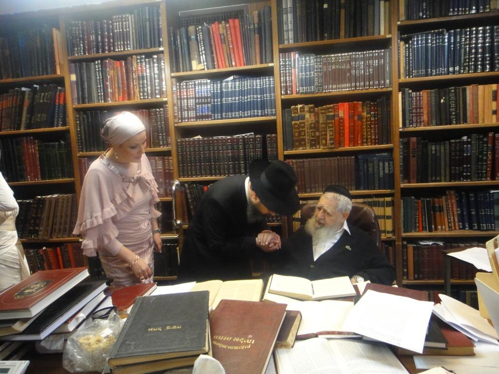 הגר''מ יוסף ורעייתו לצד מרן