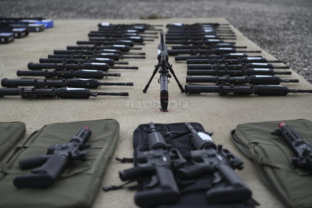 חלק מהנשק שנתפס (צילום: דוברות המשטרה)