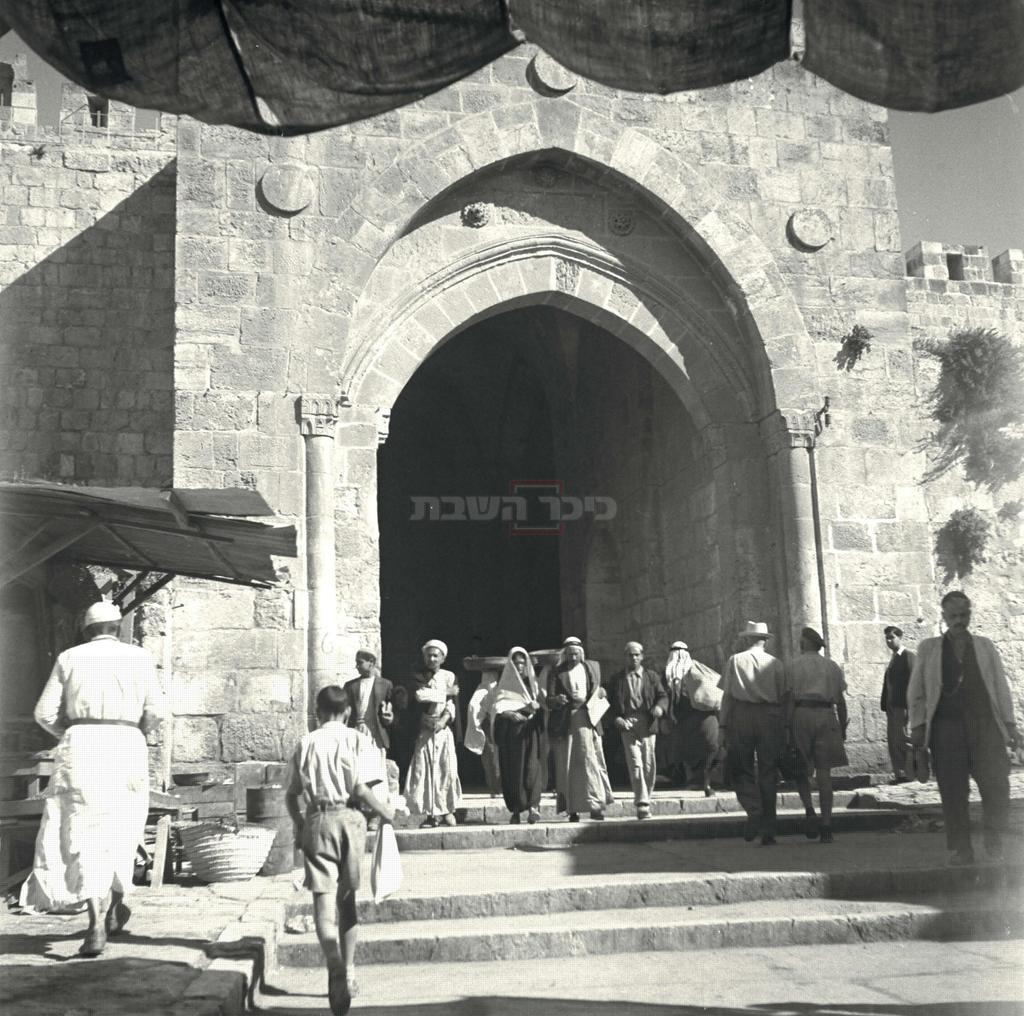 שער שכם, ב-1930 (צילום: JNF, לע''מ)