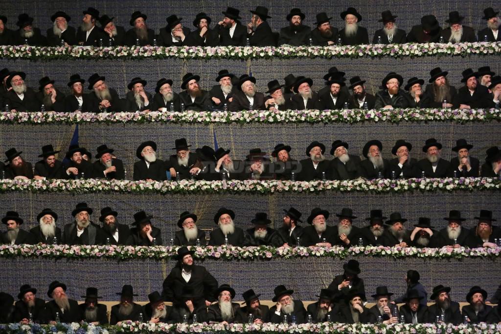 הבמה במעמד סיום הש''ס בארנה (צילום: חיים גולדברג, כיכר השבת)