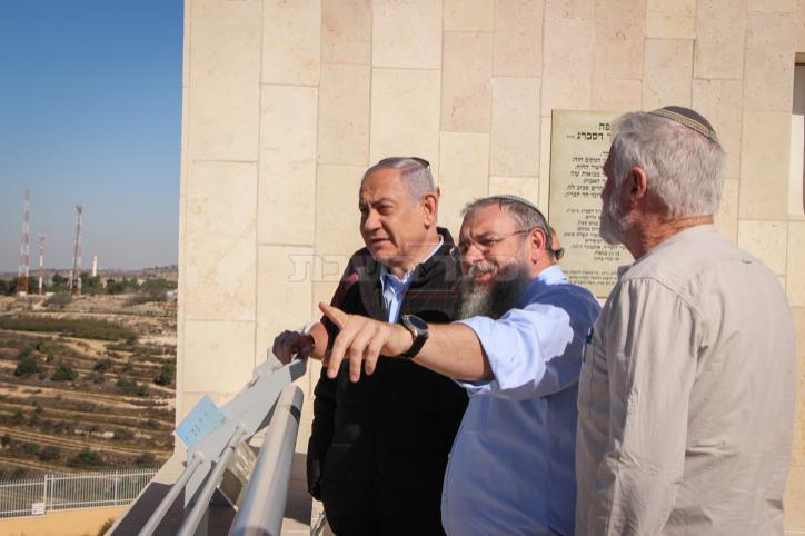 שלמה נאמן עם ראש הממשלה נתניהו (צילום: Gershon Elinson/Flash90)