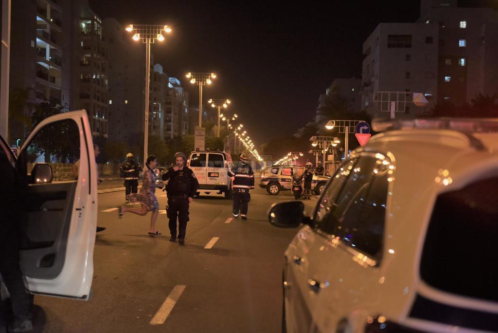 השוטרים בזירה - באשדוד, צילום: דוברות המשטרה