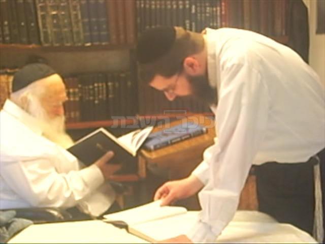 מרן הגר''ח קנייבסקי עם תלמידו הרב אורי טיגר