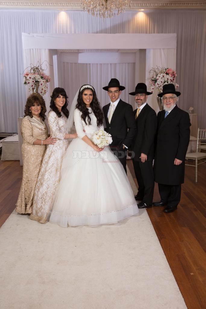בעת חתונת ילדיו