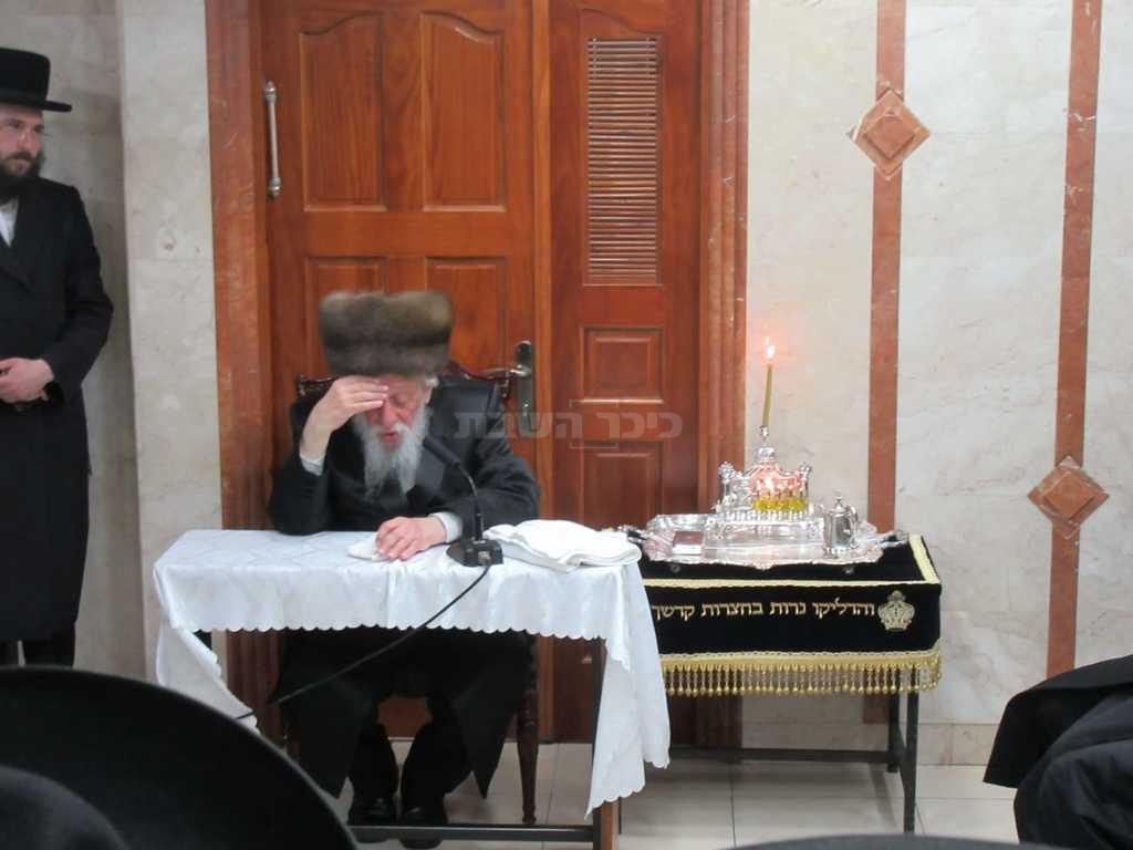 הרבי מקאפיטשניץ במעמד ההדלקה (מתת מינצר)