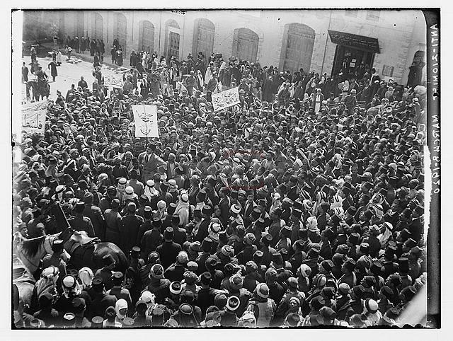 הפגנה של ערבים בשער שכם בירושלים ב-8 במרץ 1920 (American Colony (Jerusalem). Photo Department, photographer)