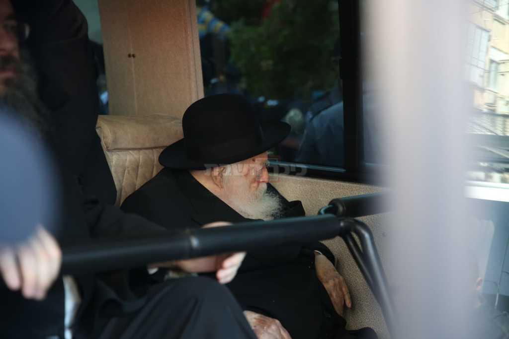הגר''ח קנייבסקי בהלוויה (צילום: חיים גולדברג, כיכר השבת)