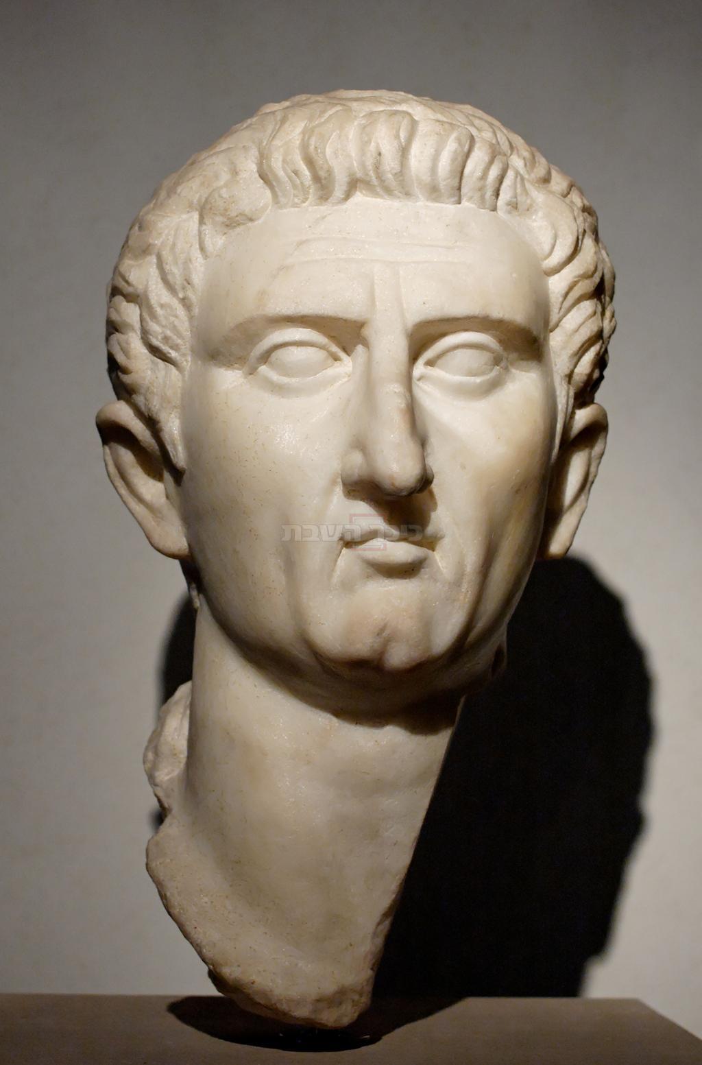 הקיסר הרומאי מַרְקוּס קוֹקֶיוּס נֶרְוָוה שפגש בחז''ל ונענה לבקשתם להקל את המיסים (מתוך ויקיפדיה, מוצג במוזיאון הלאומי של רומא)