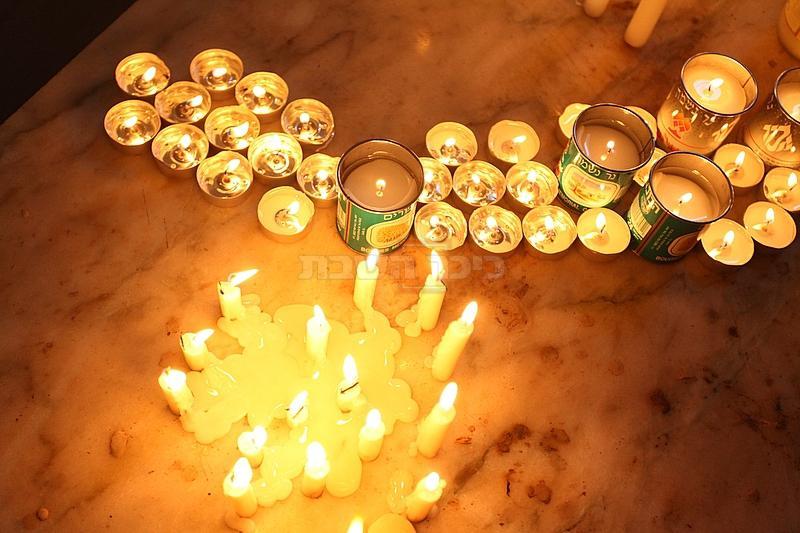 נרות בציון ה'אביר יעקב'. ארכיון (צילום: מאיר אלפסי, כיכר השבת)