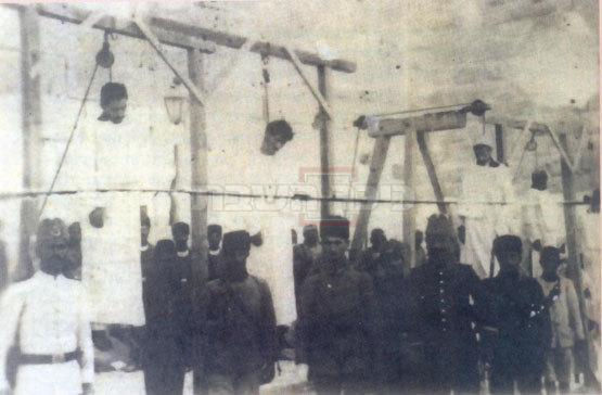 משמאל: שני היהודים שנתלו ליד שער יפו (ללא קרדיט)