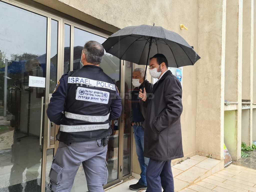 חה''כ אוריאל בוסו בבית הכנסת (באדיבות המצלם)