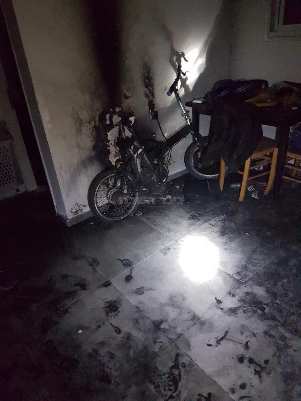 האופניים שהציתו שריפה (צילום: תיעוד מבצעי כבאות)