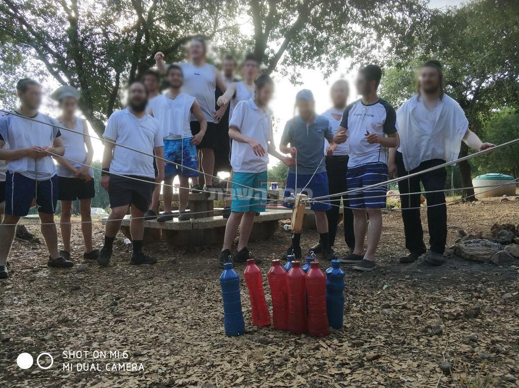 בני ישיבות בטיול שהדריך ישראל שפירא (צילום: באדיבות המצלם)