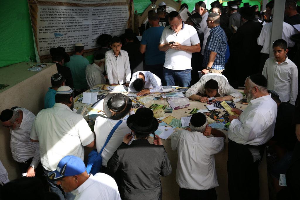 מתפלים בציון השל''ה. ארכיון (צילום: דוד כהן, פלאש 90)