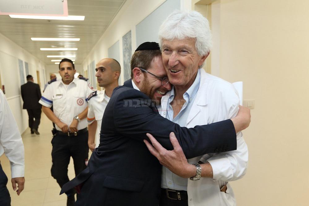 פרופ' רביד בבית החולים (צילום: Yaakov Naumi/Flash90)