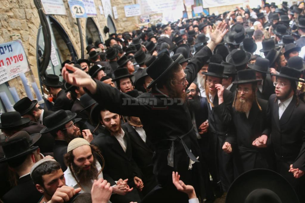 החגיגות בחצר ציון הרשב''י, בשנה שעברה (צילום: חיים גולדברג, כיכר השבת)