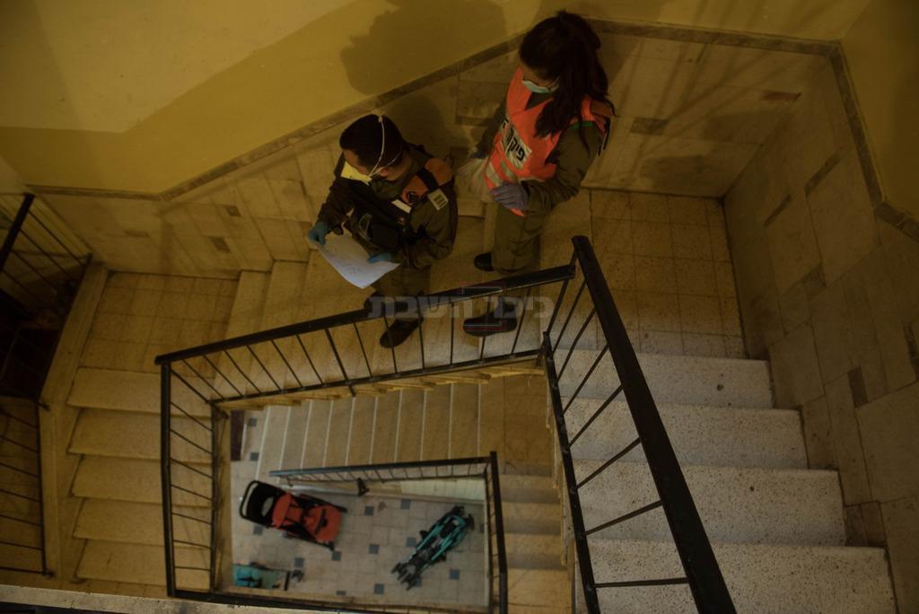 חלוקת המזון בבני ברק (צילום: דובר צה''ל)