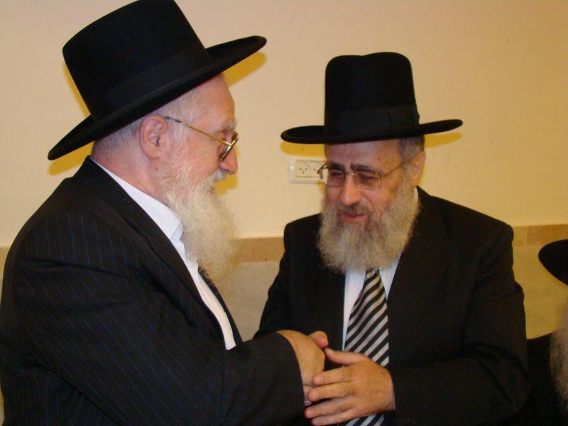 הראש''ל עם אחיו חכם יעקב זצ''ל (צילום: ישי כהן)