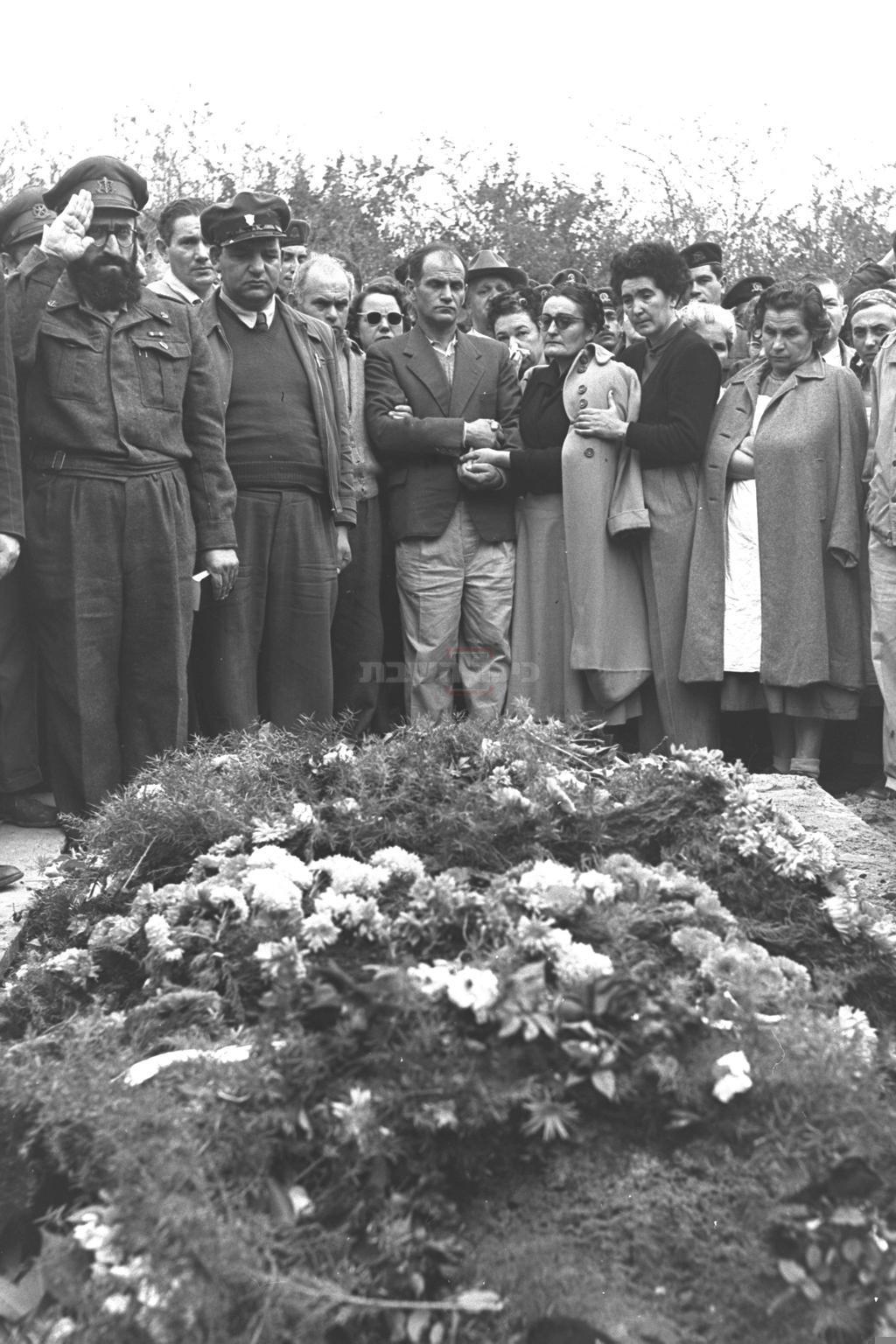 הלוויתו של אורי אילן ז''ל (צילום: לע''מ)
