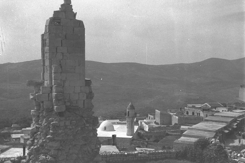 העיר צפת בשנת 1943 (צילום: הנס פין HANS PIN, לע''מ)