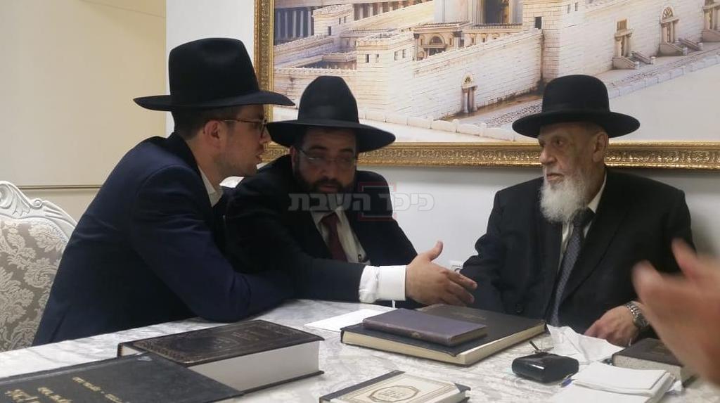 אברהם בצלאל אצל נשיא המועצת הגר''ש כהן (ללא קרדיט)