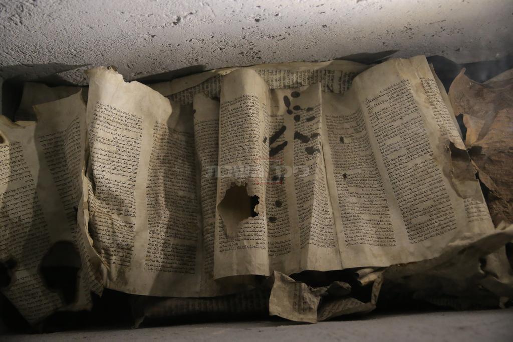 ספר התורה בארון הזכוכית. צילום: חיים גולדברג, כיכר השבת