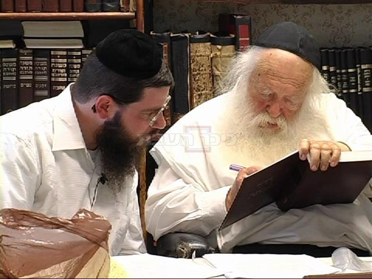 מרן הגר''ח קנייבסקי עם תלמידו ומקורבו הרב אורי טיגר