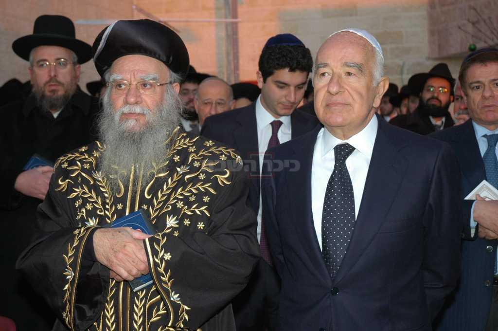 הראשל''צ זצ''ל ו יוסף ספרא ז''ל (צילום: לשכת הרב)