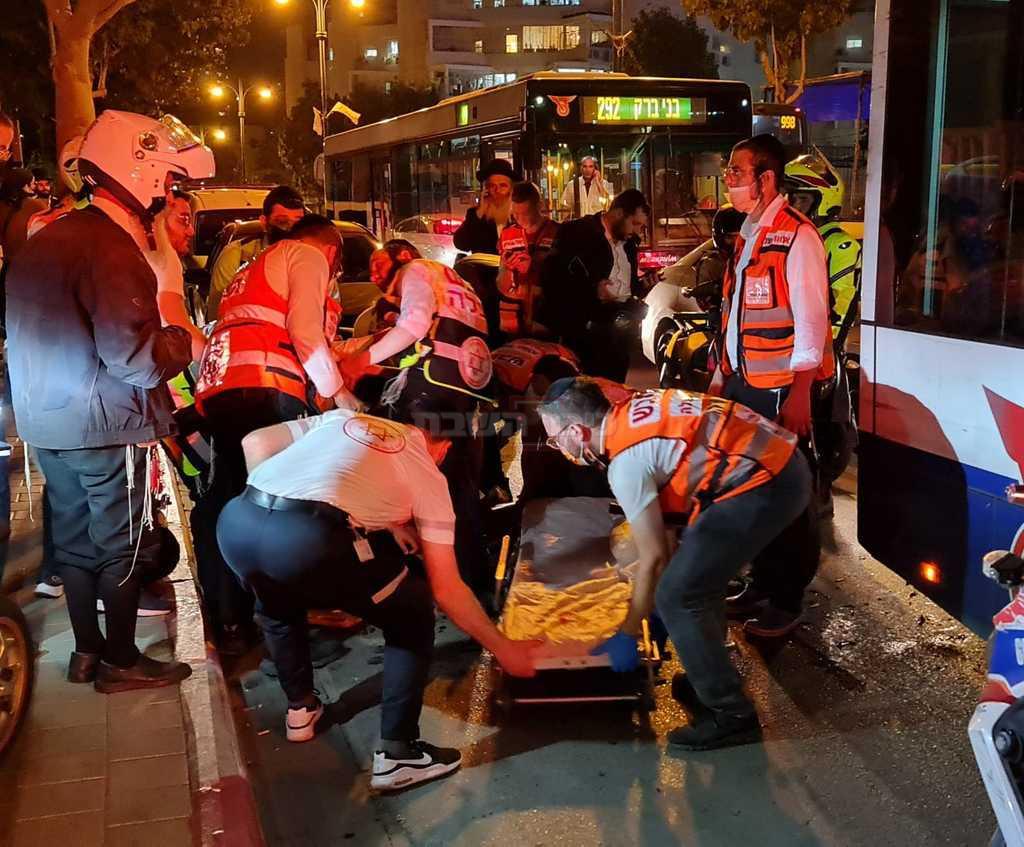 התאונה ברחוב חזון איש (צילום: תיעוד מבצעי איחוד הצלה)