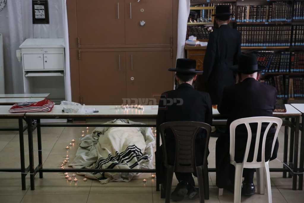 המיטה בבית המדרש (צילום: חיים גולדברג, כיכר השבת)