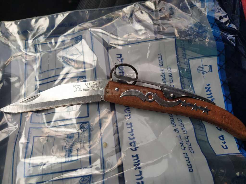 הסכין של המחבל (צילום: דוברות המשטרה)