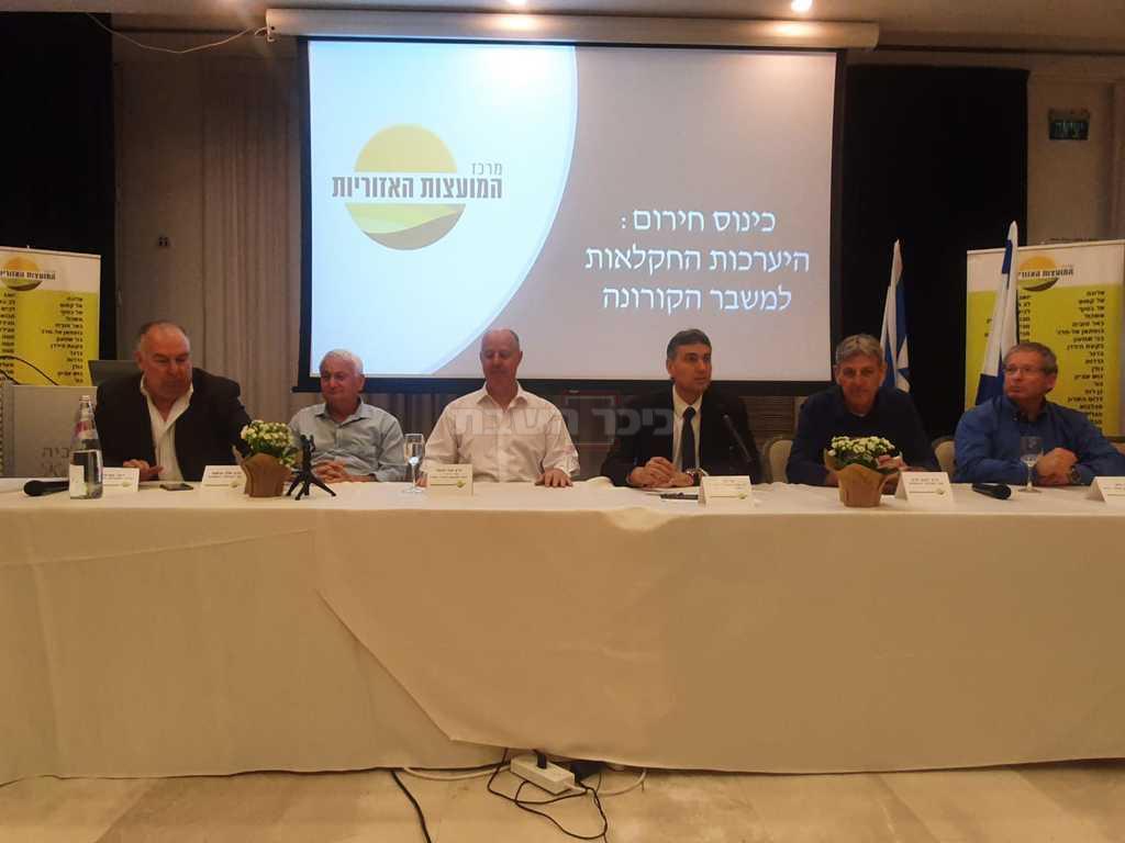 השר צחי הנגבי וחברי הכנסת שוסטר ובן ברק לצידו של ראש מועצת מרחבים, שי חג'ג' (צילום: איתי שיקמן, כאן חדשות)
