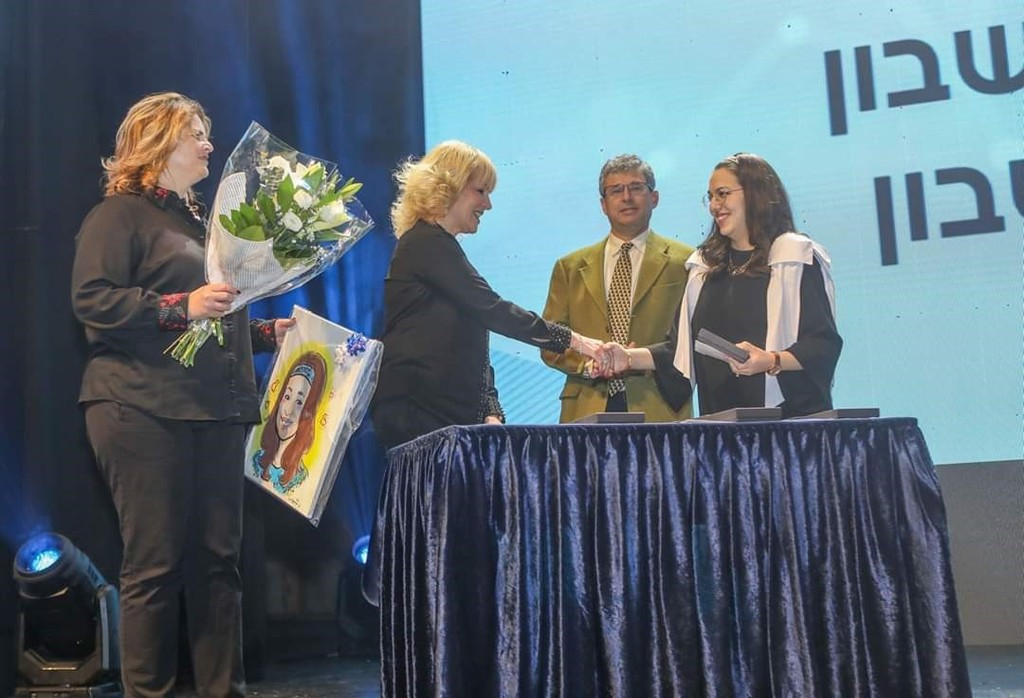 הסטודנטית אורית - מקום שני בארץ בבחינות המועצה (המרכז האקדמי לב)
