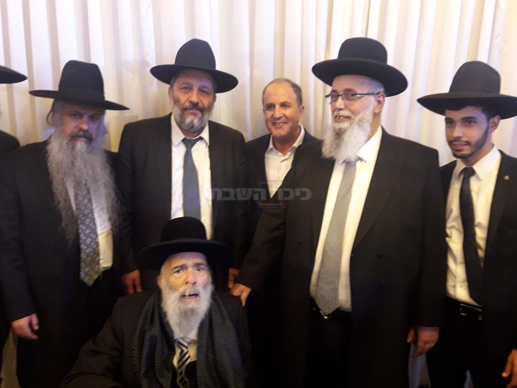 רבי אברהם עמר זצ''ל באחת השמחות האחרונות של צאצאיו בהן השתתף