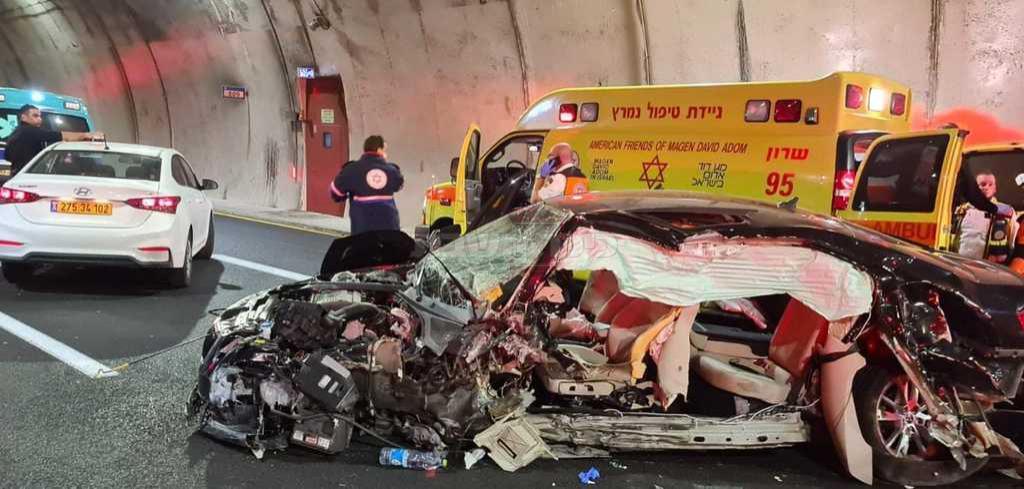 הרכב, בזירת התאונה (צילום: תיעוד מבצעי מד''א)