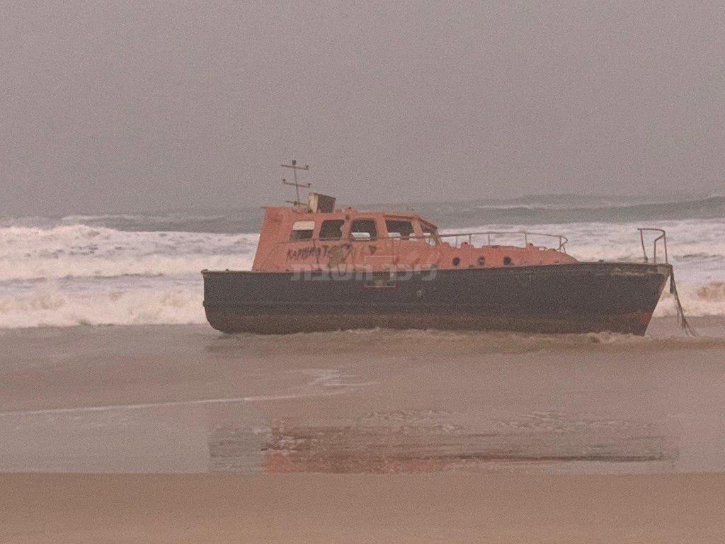 הסירה שנסחפה (צילום: אגף הביטחון בעיריית אשדוד)