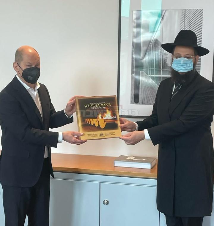 שולץ והרב יהודה טייכטל (הקהילה היהודית בגרמניה)