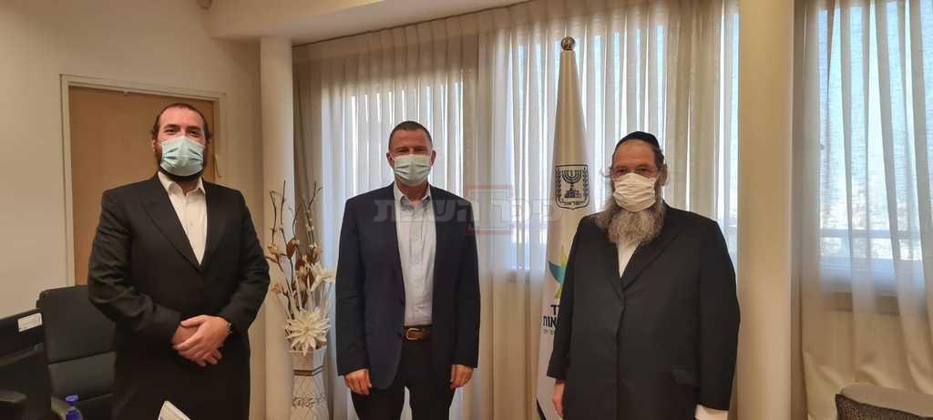 השר אדלשטיין עם ראשי ארגון 'רחשי לב'