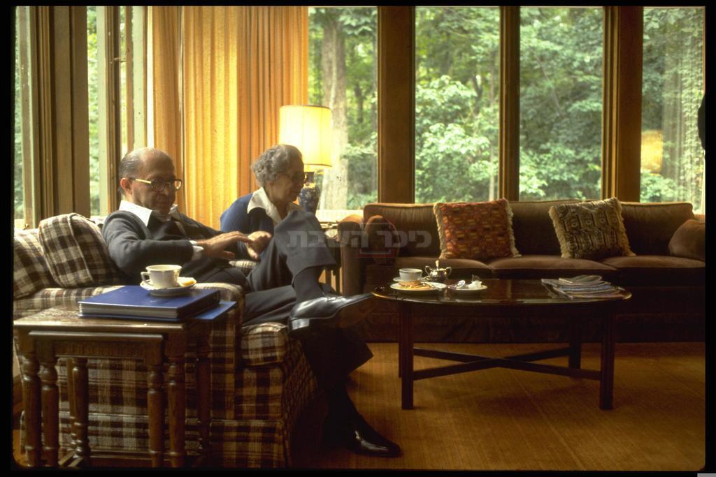 מנחם בגין ורעייתו עליזה ב'קמפ דיוויד', 1978 (צילום: MILNER MOSHE / לע''מ)