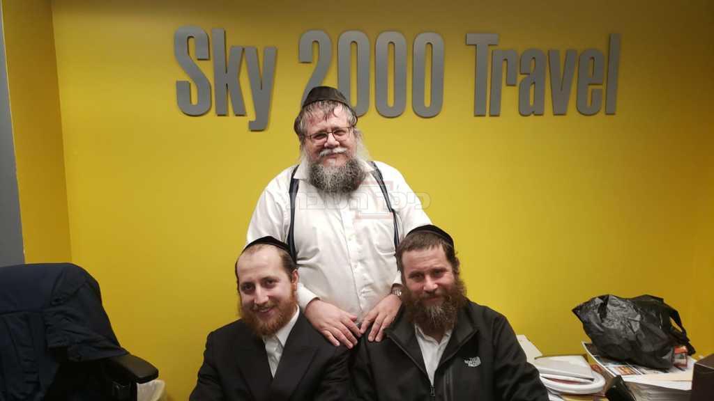 קרביצקי עם ראשי חו''ל מהודר; דודי רובינשטיין ושמחי ויינברג