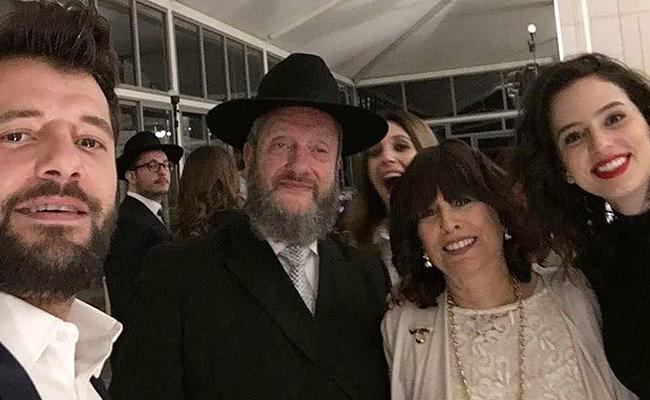 בני הזוג, עם ההורים סורוצקין (צילומסך: אינסטגרם)