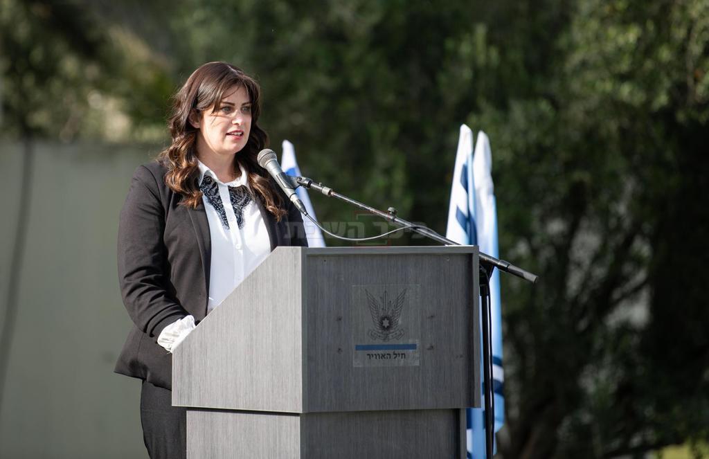 אסתי סלומון בטקס (צילום: דובר צה''ל)