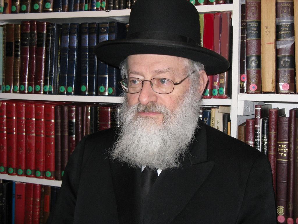 הרב משה היינעמאן תלמידם הנאמן של מרן הגר''מ פיינשטין זצ''ל ומרן הגר''א קוטלר זצ''ל