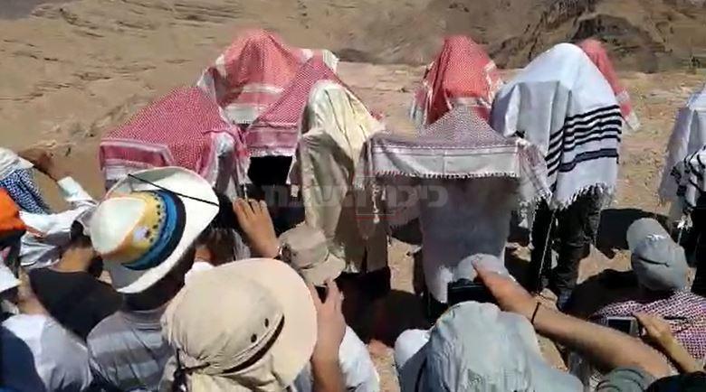 ברכת כהנים בקבר אהרן הכהן (צילום: יוסי רפאלי)