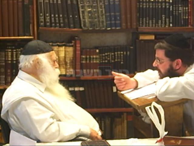מרן הגר''ח קנייבסקי עם תלמידו ומקורבו הגדול הרב אורי טיגר